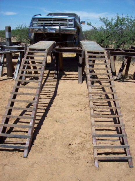 Tucson In The 70s >> Dope smuggler's pickup gets stuck on homemade ramp over border fence | News | tucson.com