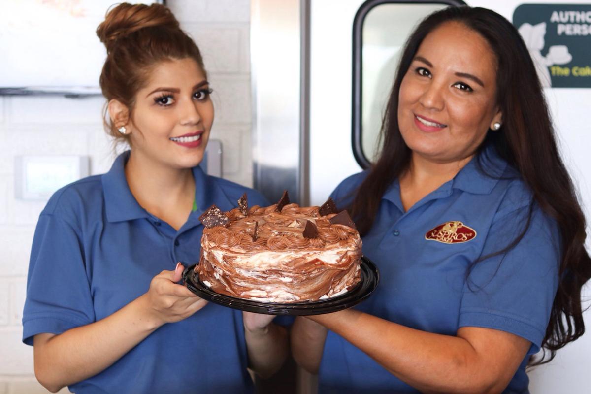 Suspiros Cakes