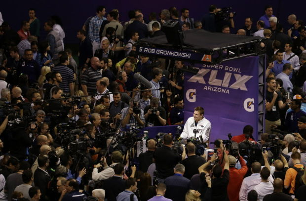 fcbe45a71 Gronk plays it cool during media-day circus