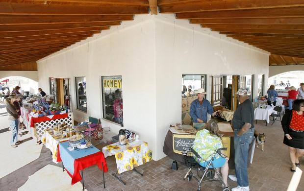 Catalina farmers market finds its niche