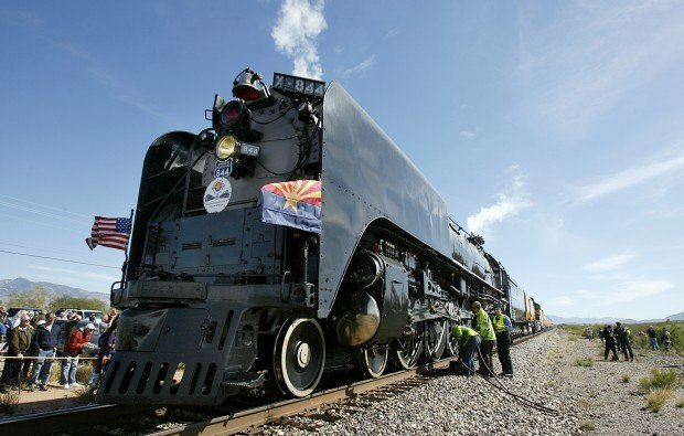Union Pactific steam engine arrives in Tucson