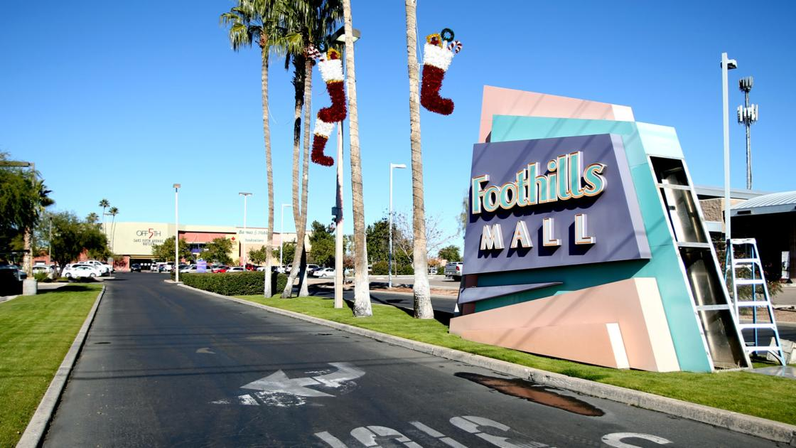 Macy's Tucson Mall offers a first class selection of top fashion brands including Ralph Lauren, Calvin Klein, Clinique, Estee Lauder & Levis. In addition to shoes and clothing, Macy's has a wide variety of housewares, gifts and furniture in select distrib-wq9rfuqq.tkon: N. Oracle Road, Tucson, , AZ.