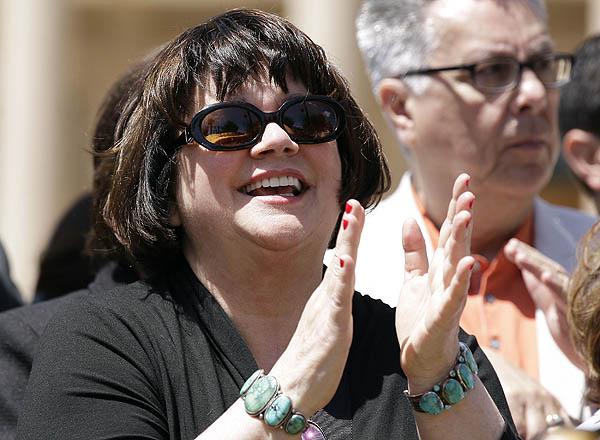 Tucson legend Linda Ronstadt has Parkinson's