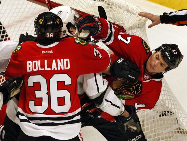 NHL: Blackhawks skate by LA, extend points streak to 15