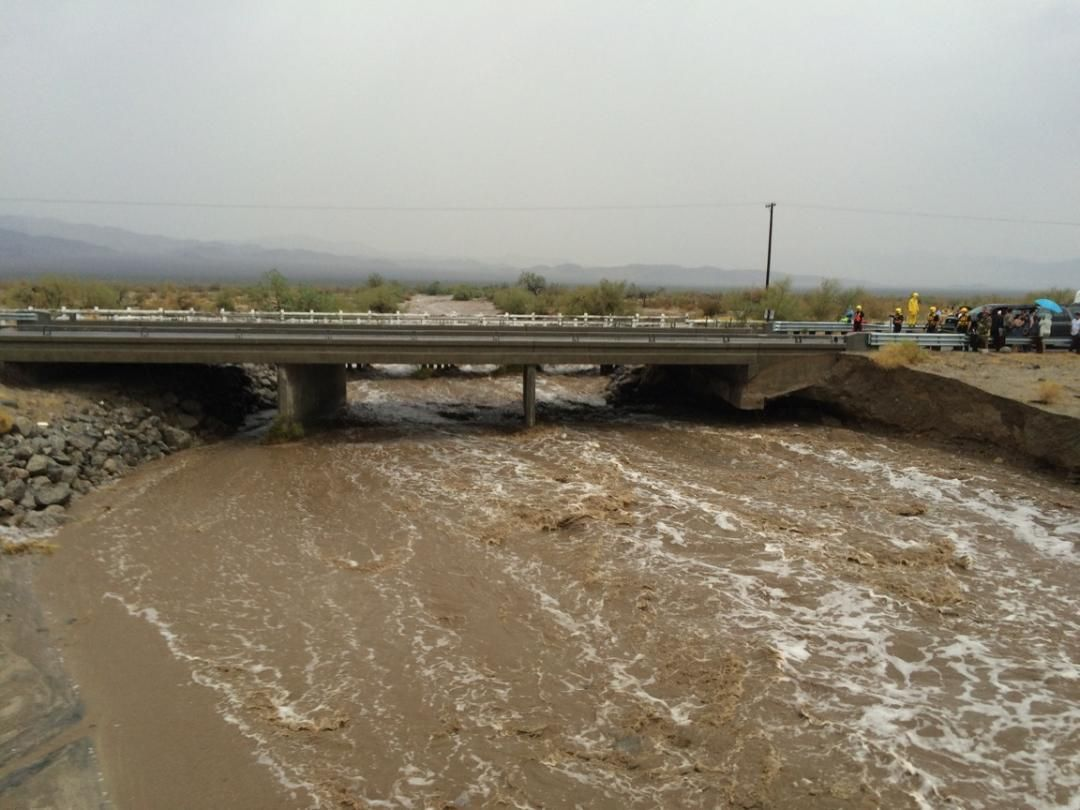 Interstate 10 bridge washes out between los angeles and phoenix california storm snaps bridge sciox Choice Image