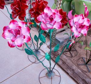 lawn art roses with bird.JPG