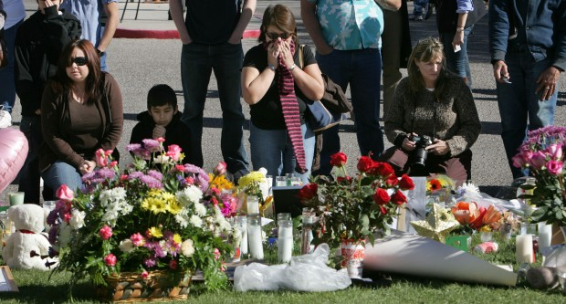 Tucsonans gather to mourn, pray for victims