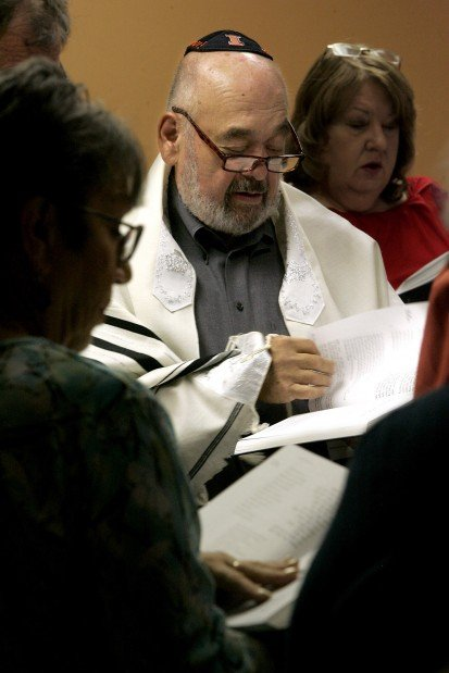 Northwest-side Jews have new gathering place