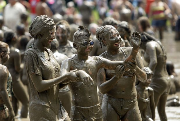 Photos Mud Day Looks Fun For Mudders Not Mothers Doing