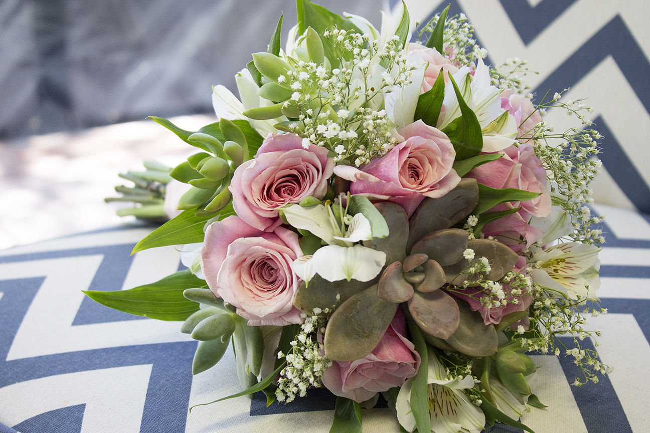 How To Make A Succulent Wedding Bouquet In 9 Easy Steps Tucson Wedding Guide Tucson Com