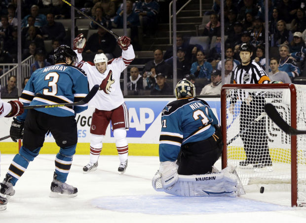 NHL: Coyotes fall apart, lose to Sharks
