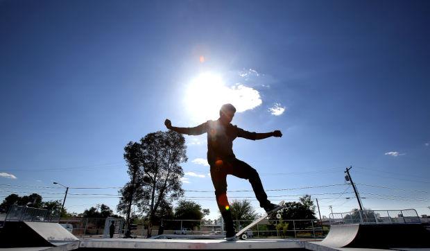 Estrenan pista de patinaje en Parque de Escuela San Juan