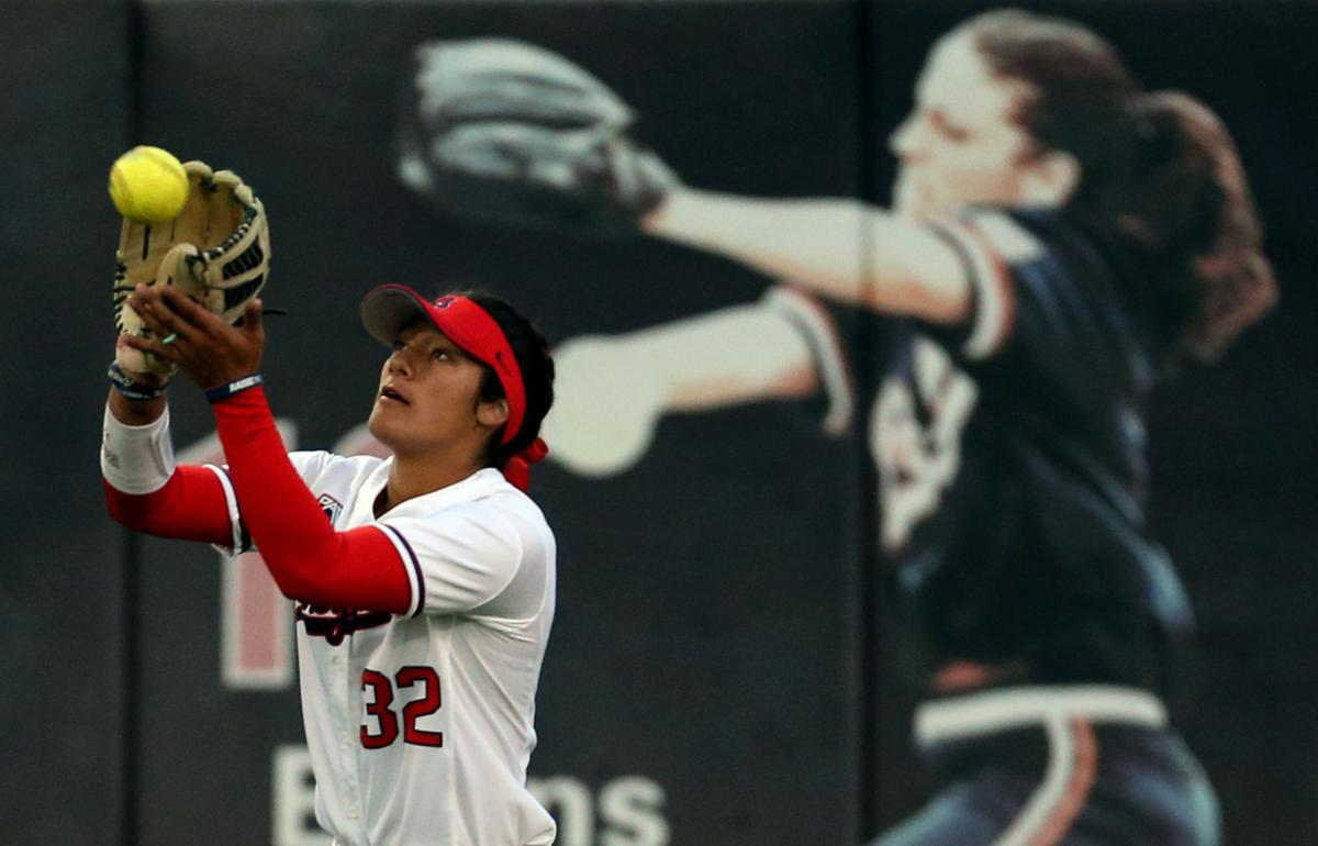Arizona Wildcats softball standout Alyssa Palomino may miss NCAA Regionals with knee injury