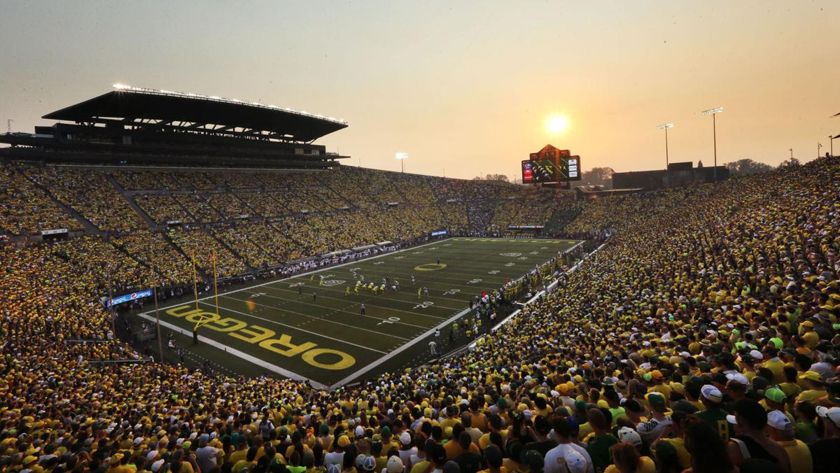 Live fan chat: Arizona Wildcats (7-3, 5-2) at Oregon Ducks (5-5, 2-5)