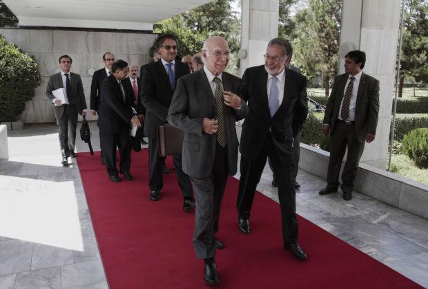 Pakistan offers to help Afghan talks