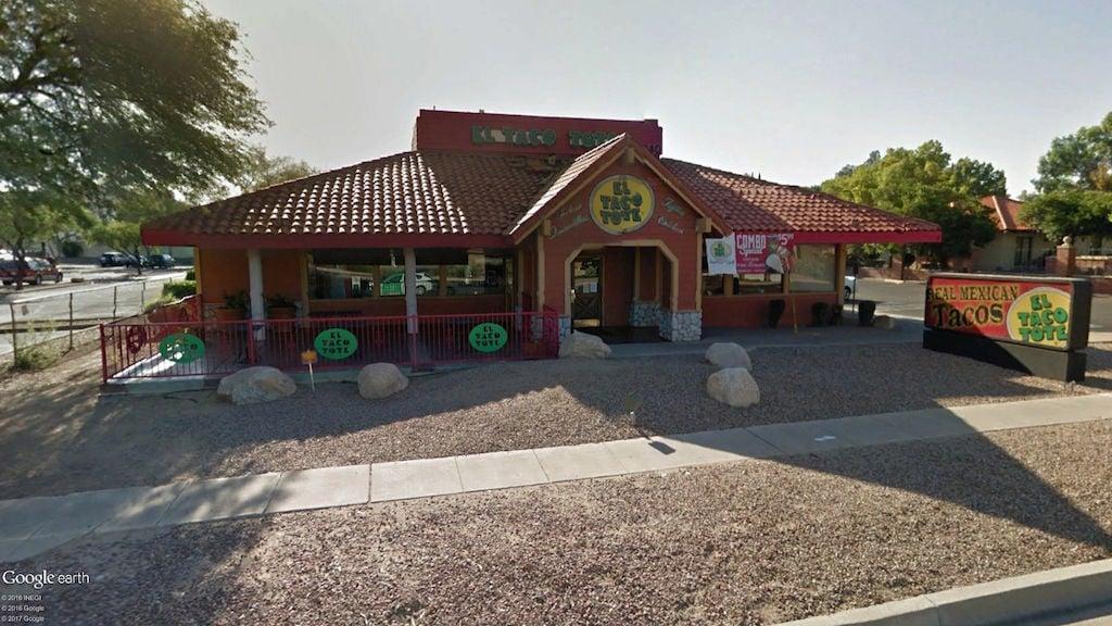 El Taco Tote, 1340 N Wilmot Road