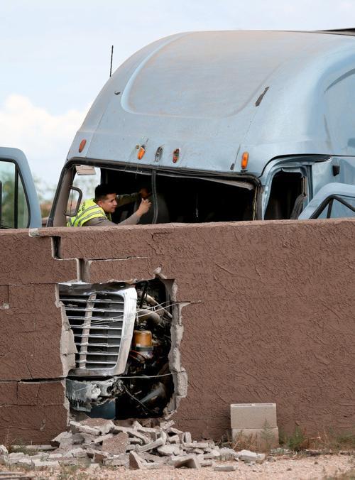 Interstate 10 semi-tractor wreck
