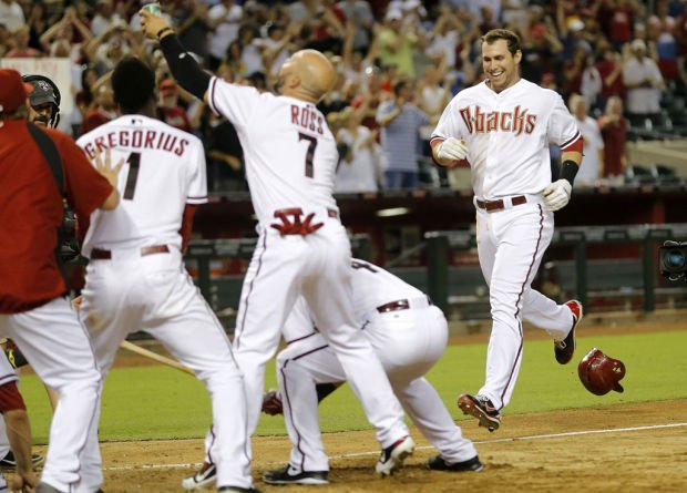 Goldschmidt walk-off: 2nd pitch from reliever