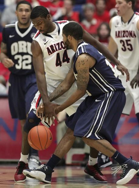 Arizona basketball: Hill, Johnson a force on defense