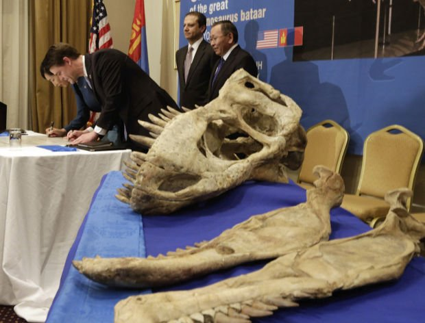 US returns smuggled dinosaur skeleton to Mongolia