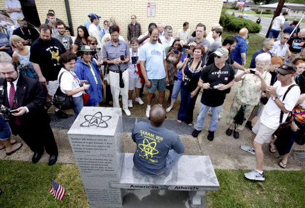 Atheist group unveils monument in Fla. near Ten Commandments