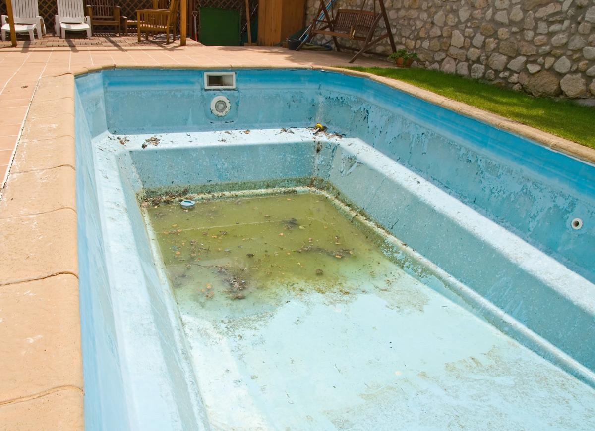 Admirable Rosie On The House Is It Ok To Leave Your Pool Empty For A Home Interior And Landscaping Ologienasavecom