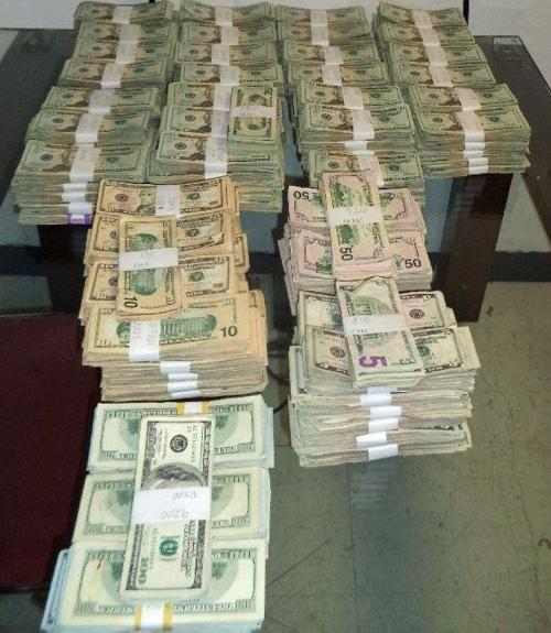 Man busted at border with $420K in cash