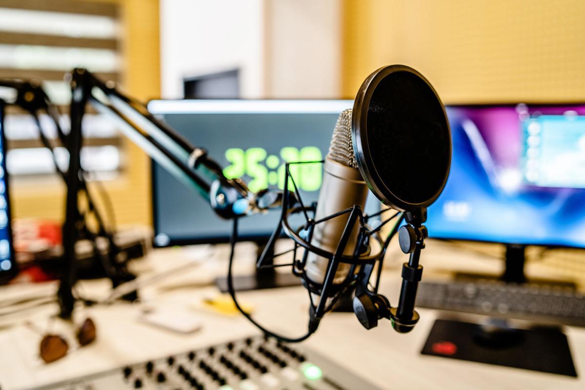 radio station (LE)