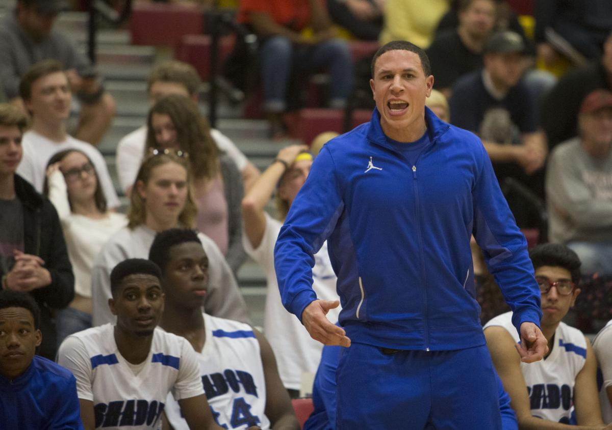 Arizona Wildcats legend Mike Bibby earns college degree … from