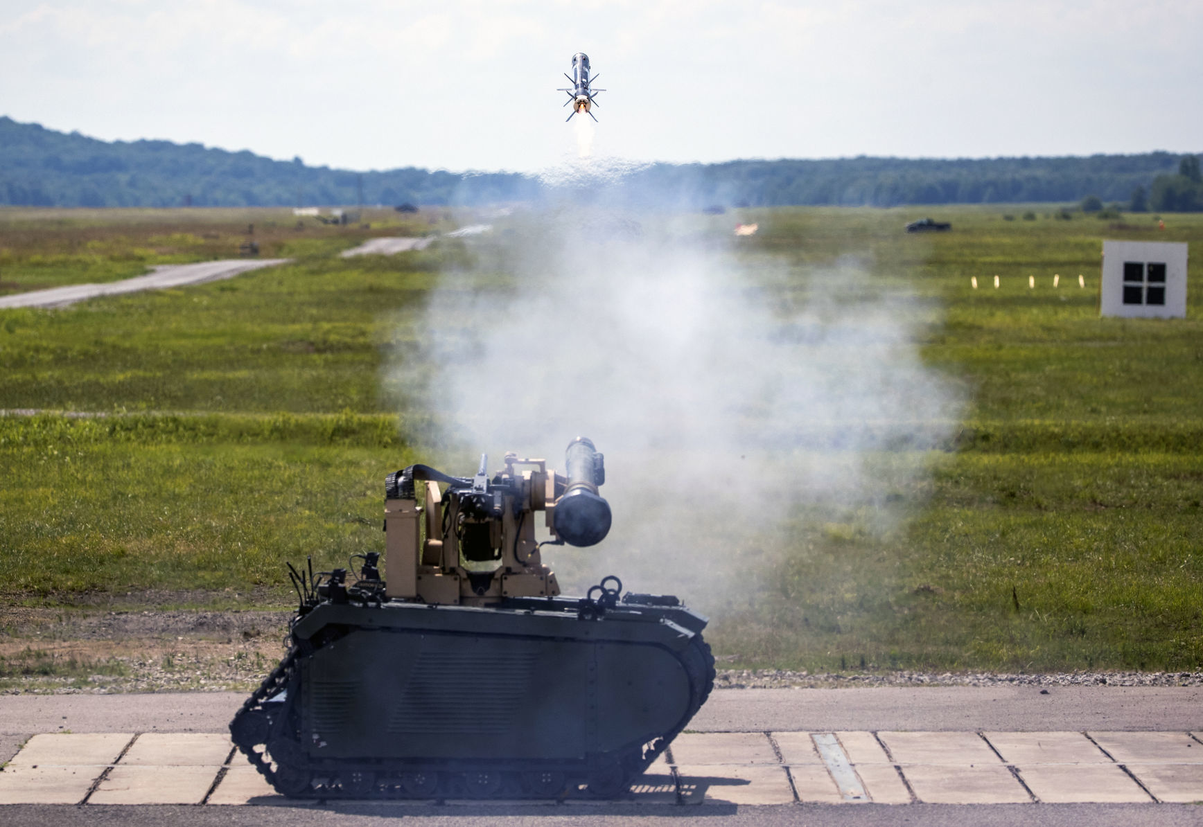 Tucson Tech: Raytheon missiles fired from robotic combat vehicle in Army test