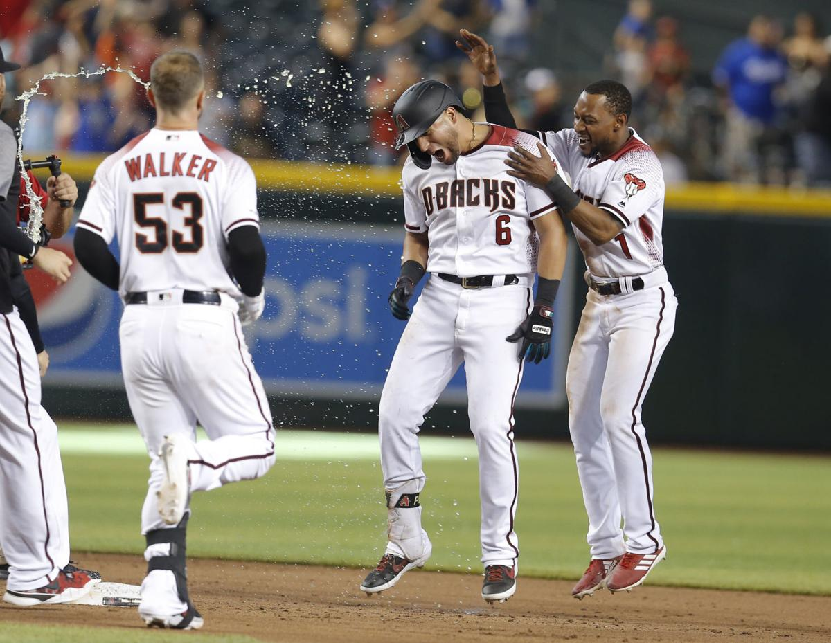 David Peralta's hit gives D-Backs 3-2 win, stops Dodgers