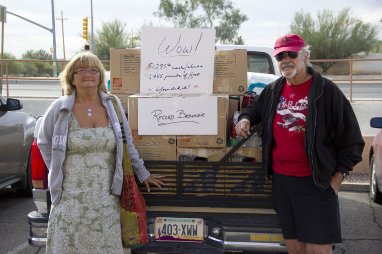 Oro Valley couple collects food