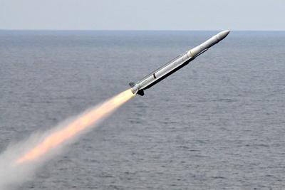 1024px-RIM-162_launched_from_USS_Carl_Vinson_(CVN-70)_July_2010.jpg