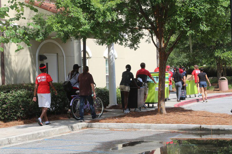 VSU welcomes hundreds of freshmen