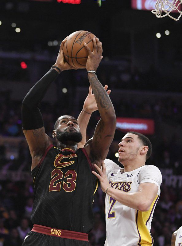 e6eb1fd9149 LA-Bron  James agrees to 4-year contract with Lakers