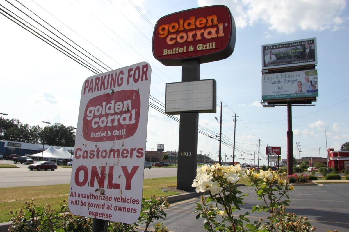 Golden Corral Chicago. Use our site to find the Hours of Operation for Golden Corral in Chicago, IL. Look for the Golden Corral Phone Number and research the customer ratings so you can make an informed decision.