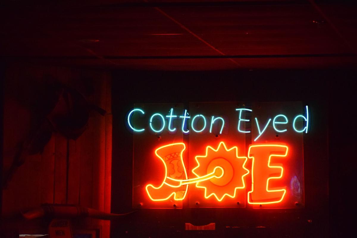 Ben Denaher at Cotton Eyed Joe | | utdailybeacon com