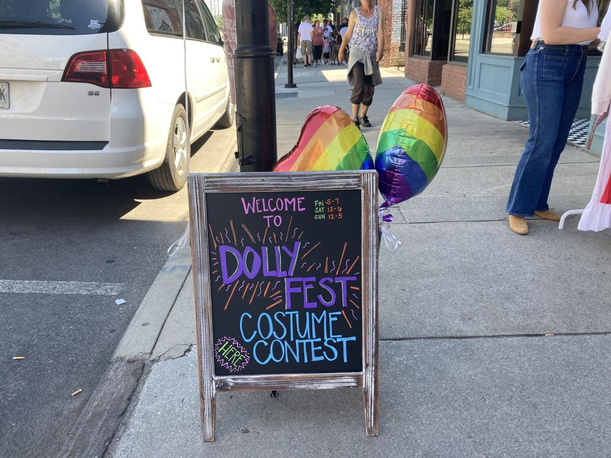 Dollyfest 2021 - Costume Contest Sign