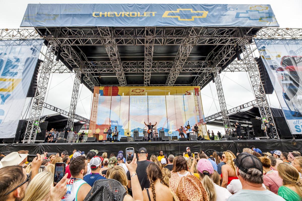 CMA Fest: Billy Currington