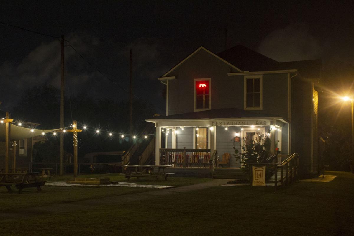 Landing House01