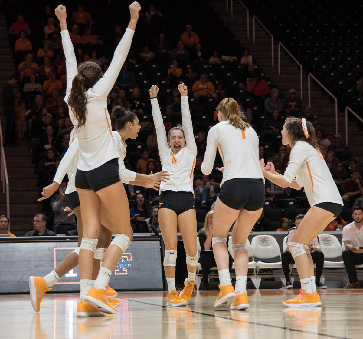 Tennessee Volleyball Wins Ninth Consecutive Match Sports Utdailybeacon Com