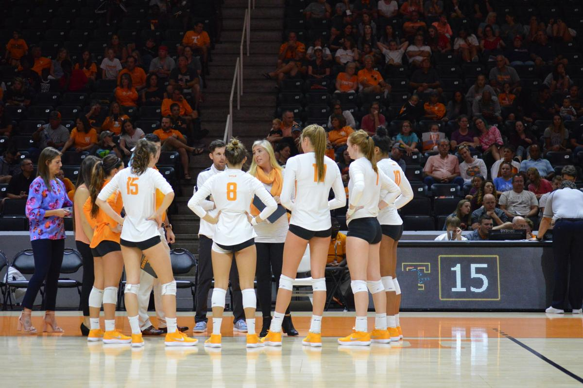 From Coaching To Motherhood Rackham Earns Respect In First Season Volleyball Utdailybeacon Com