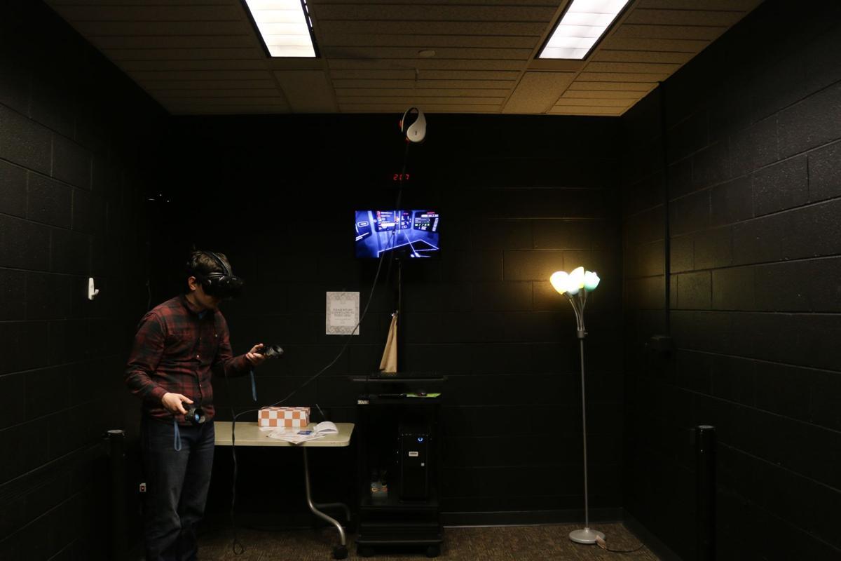 f04084bfa70 Hodges opens virtual reality room for International Games Week ...