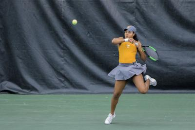 Lady Vols edge past Lady Hoosiers in battle of undefeated teams