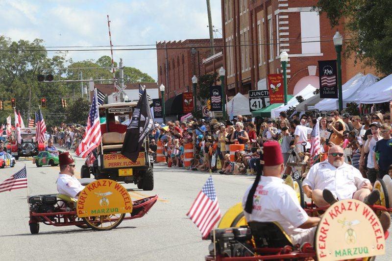 Honey of a Parade: Parade welcomes thousands