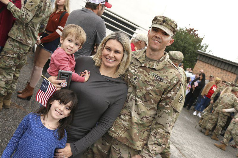 farewell soldiers national guard members heading overseas local