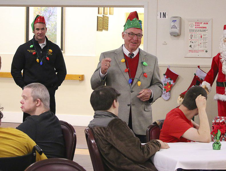 Christmas at Parkwood: Mayor, VFD bring presents to center