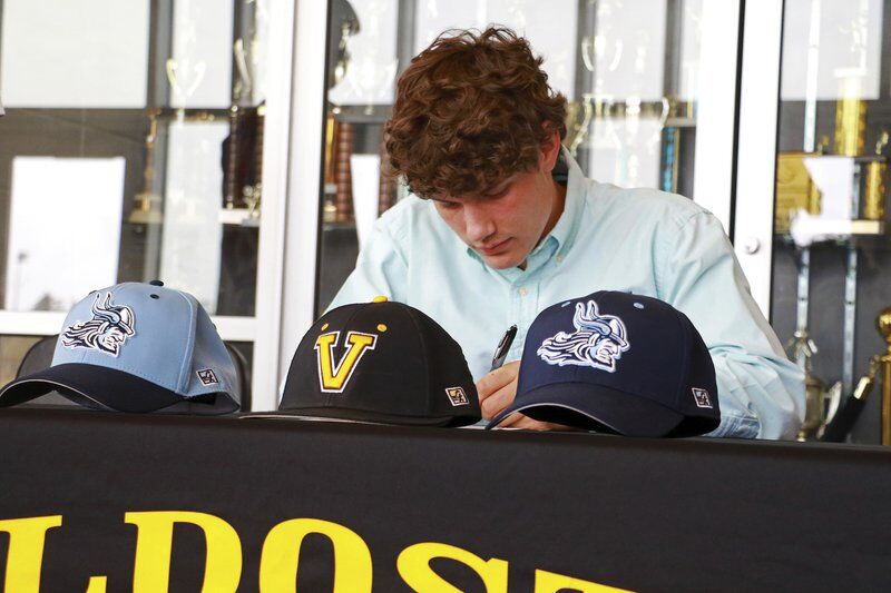 Wildcat Turned Viking: Valdosta's Guilliams signs with St. Johns River State