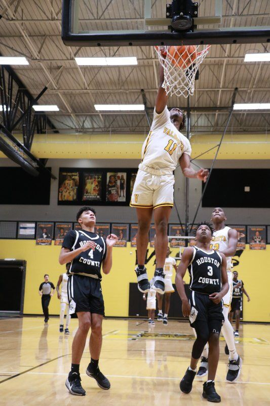 Coming for the Crown: 'Cats roll Bears to advance to region championship