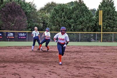 Valwood softball improves to 4-1 in region with shutout of SGA